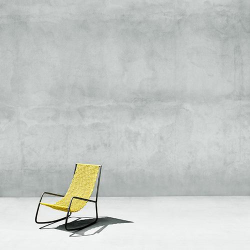 """La sedia a dondolo <em>Flow</em> di Shibuleru per <a href=""""http://livingdivani.it"""">Living divani</a> è ora disponibile in pelle o nella versione colorata caratterizzata dal particolare intreccio Ready Made UNpizzo (in foto)"""
