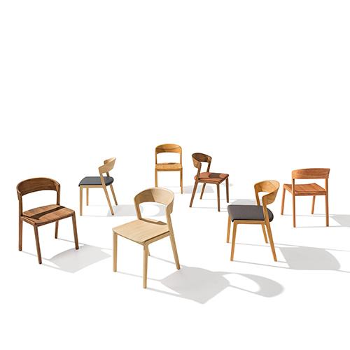"""Tra le novità 2018 presentate a Colonia da <a href=""""/www.team7.it"""">Team 7</a> c'è <em>Mylon</em>, la sedia completamente realizzata in puro legno massello naturale"""