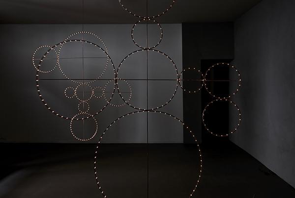 Le opere luminose di Sabine Belfiore Lucovich per il ciclo <em>Osservatorio</em>