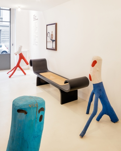 La panca<em>Marquesa</em>di Oscar Niemeyerconle sculture<em>Sem título</em>e<em>Duplo</em>di Véio(credits: Andrés Otero/Luzphoto)
