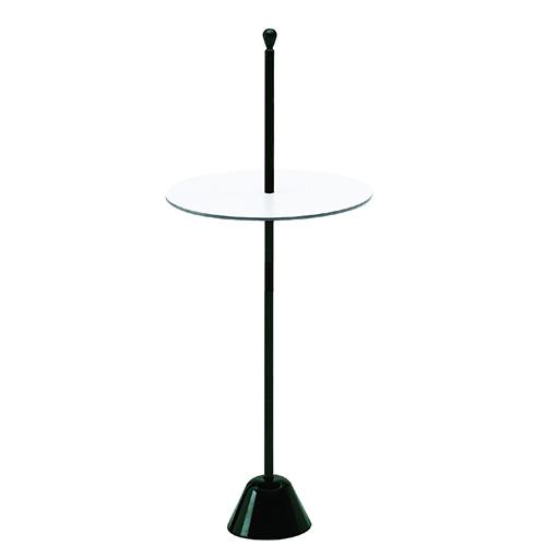 Il tavolino multifunzione <em>Servomuto</em> viene presentato in una variante più alta rispetto al progetto originale