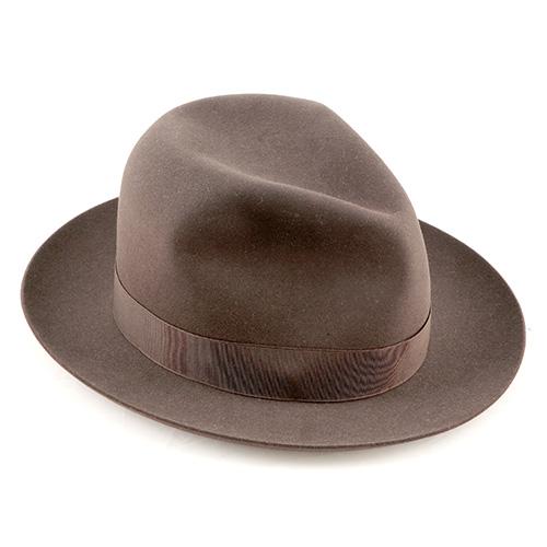 Ben rappresentato in mostra anche il design per la persona, tra cui l'abbigliamento e i suoi accessori. Un cappello Borsalino, dell'azienda fondata nel 1957 ad Alessandria