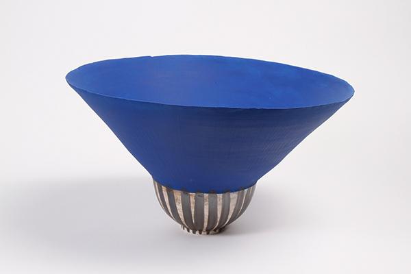 Vaso in ceramica firmato da Zizipho Poswa e Andile Dyalvane
