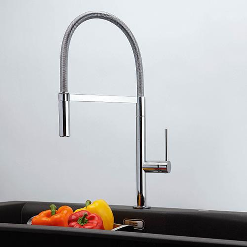 """In cucina: utilizzare l'acqua di lavaggio della frutta e della verdura per annaffiare le piante.<em>Lounge</em> di <a href=""""http://www.franke.com"""">Franke</a>si distingue per un doppio scatto che permette il passaggio dal flusso medio di apertura al pieno"""