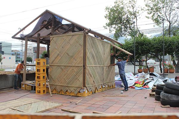 L'Ecuador project di Shigeru Ban, un progetto di costruzione di alloggi di emergenza a seguito di un grave terremoto avvenuto in Ecuador nel 2017 (foto Acción colectiva e Carolina Rodas)