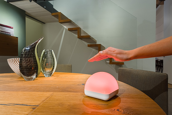 DiCE è il nuovo dispositivo IOT, <em>Internet of things</em>, che rivoluziona la gestione dell'energia elettrica: attraverso i segnali luminosi, aiuta il consumatore a usare l'energia in modo consapevole. Di ABenergie