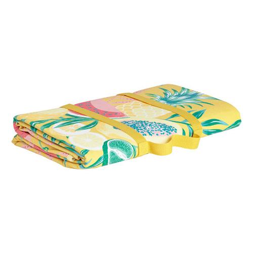 La coperta da picnic migliore è colorata, morbida e impermeabile, come la proposta di H&M Home che si chiude facilmente e si porta come una borsetta  (19,99 euro)