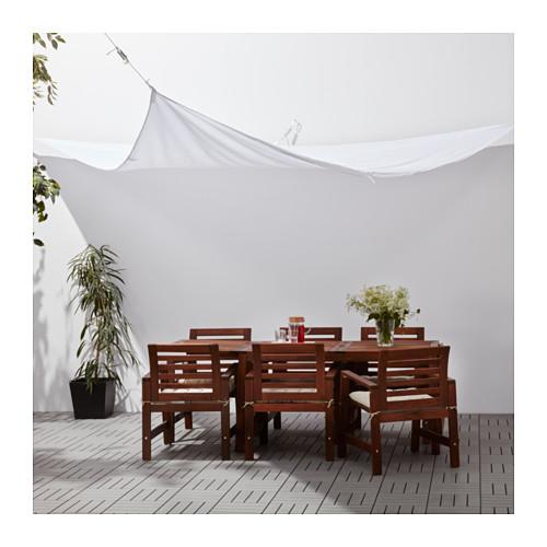 Per ripararsi dai raggi del sole la tenda ombreggiante  <em>Dyning</em> di Ikea (24,99 euro)