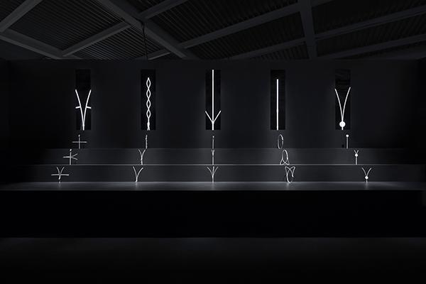 """Il Zippppper project comprende 5 nuove cerniere: non si aprono in una sola direzione, ma anche in """"lunghezza"""" e in """"larghezza"""" e con con  movimento rotatorio (foto Takumi Ota)"""