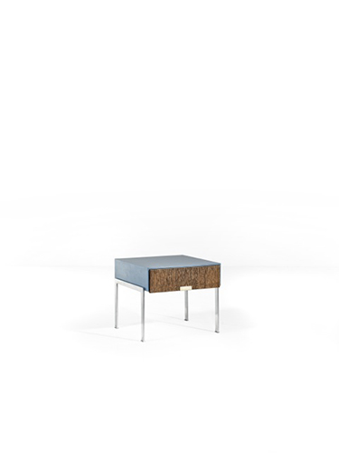 Comodino, Arne Jacobsen. Realizzato in legno impiallacciato e metallo laminato cromato