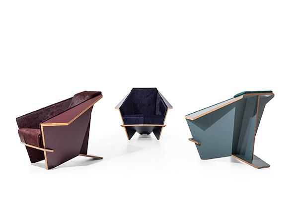 Riedizione di Taliesin 1 di Frank Lloyd Wright per Cassina. La poltrona congiunge l'artigianalità con le tecnologie più avanzate nella lavorazione del legno