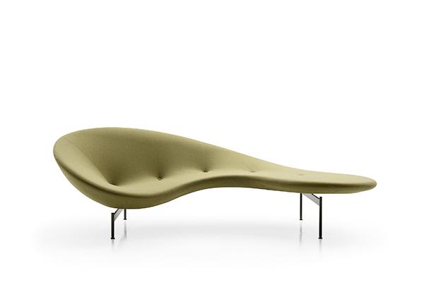 Eda-Mame di Piero Lissoni per B&B Italia fonde in un solo oggetto tre tipologie di seduta: con schienale alto, relax e pouf