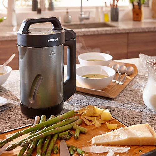 """Sull'importanza di una buona zuppa ne abbiamo parlato <a href=""""https://design.repubblica.it/2017/02/20/e-zuppa-mania/"""">qui</a>. <a href=""""https://www.philips.it/"""">Philips</a> <em>Viva Collection Soup maker</em> grazie a 6 diversi programmi preimpostati consente di realizzare vellutate, minestroni, conserve e frullati in 18 minuti"""