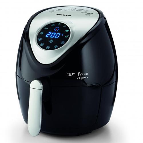 """La friggitrice ad aria <em>AIRY Fryer Digital,</em> di <a href=""""http://www.ariete.store/"""">Ariete</a> lavora come una normale friggitrice, ma con l'80% di grassi in meno e con un solo cucchiaio di olio"""