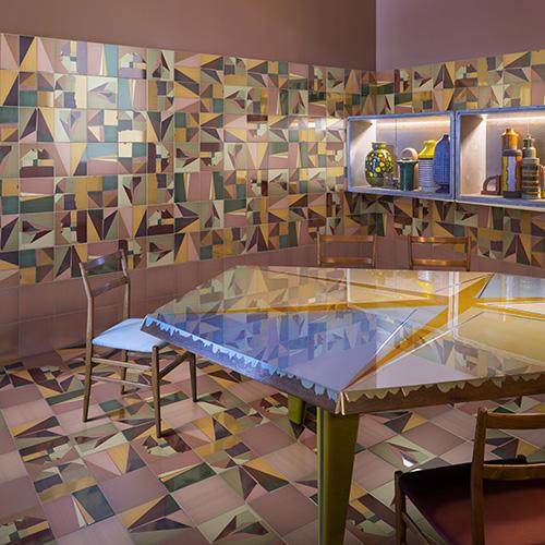 <em>Corrispondenza</em> di DimoreStudio per Ceramica Bardelli. La serie è composta da sette decori interamente pennellati a mano
