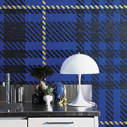 <em>Albert  Blue</em> di Ferruccio Laviani per Bisazza. I pattern in mosaico si ispirano ai tessuti tartan. Le tessere sono disponibile anche nelle versioni Grey e Yellow
