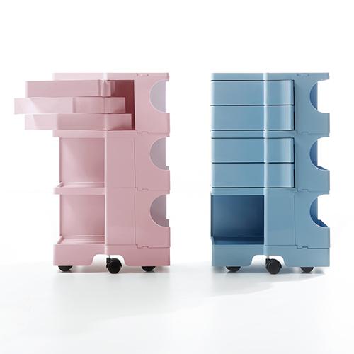 """""""Mobile a torre, razionale, funzionale e funzionante"""". Così Joe Colombo nel 1970 descrive Boby, il carrello contenitore prodotto da B-Line. Con moduli e colori a scelta (da 190 euro)"""