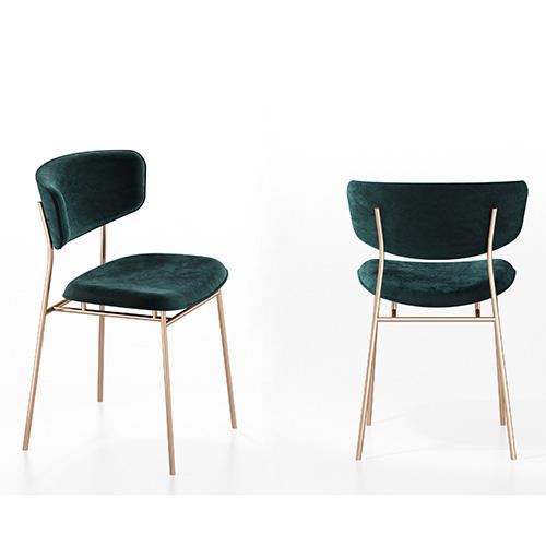 <em>Fifties</em> reinterpreta i canoni stilistici anni Cinquanta abbinando l'agile silhouette della struttura in tondino di metallo al grande schienale disponibile in velluto, semilpelle e cuoio