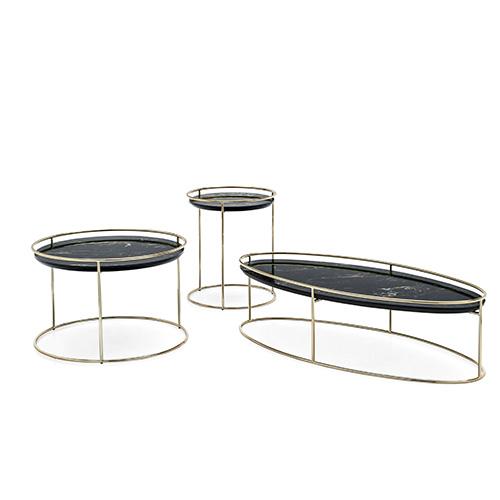 La famiglia <em>Atollo</em> di Archivolto è composta da tre tavolini di forma tonda o ellittica disponibili in legno o ceramica. Da utilizzare singolarmente oppure alternando più pezzi di dimensioni e materiali diversi per dare vita a un originale risultato