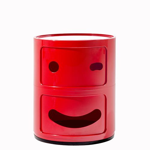 I celebri contenitori di Anna Castelli Ferrieri reinterpretati ai tempi degli emoji, le faccine dei social: sono i Componibili Smile di Fabio Novembre per Kartell, in abs rosso (98 euro)