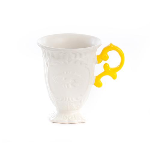 I-wares di Seletti è una collezione per la tavola composta da  tazzine da caffè, teiera, caffettiera, mug e zuccheriera. La serie si caratterizza per lo stile vintage  reso attuale dall'uso di colori fluorescenti (mug in foto 20 euro )