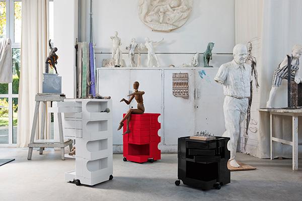 Per pittura e scultura sono indispensabili un treppiedi per le tele, una base d'appoggio e un mobile contenitore per acquarelli, tempere e pennelli come Boby di Joe Colombo per B-Line