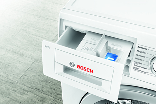 """Nella top ten degli irrinunciabili anche le lavatrici. In foto<em><span class=""""il"""">i</span>-</em><span class=""""il""""><em>DO</em> di</span><a href=""""http://www.bosch-home.com/it/"""">Bosch</a> che si caratterizza per unatecnologiain grado di rilevare la tipologia di tessuto, misurare il volume di carico, riconoscere il grado di sporco del bucato e la durezza dell'acqua"""