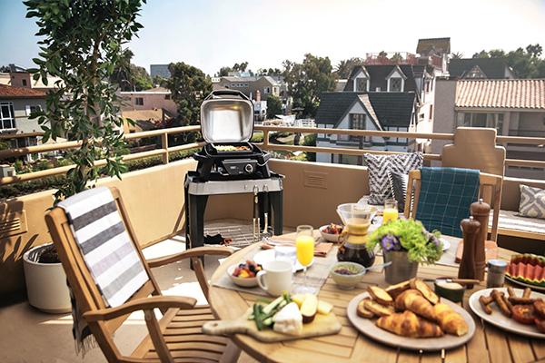Per gli aspiranti griller, il barbecue elettrico Pulse 1000 di Weber, con controllo elettronico della temperatura tramite app