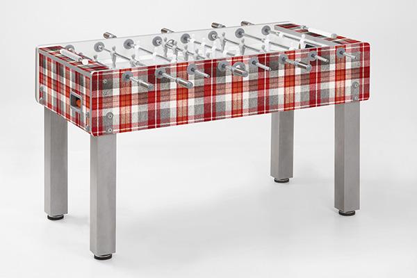 Sfidare gli amici a ping pong, biliardo e calcio balilla, come il modello di Garlando personalizzato con motivo tartan