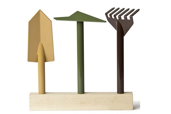"""Lo studio rivela che dedicarsi ad attività come ilgiardinaggioè diventata una vera passione per tantissimiitaliani. In foto <a href=""""http://www.internoitaliano.com/prodotti/orte/""""><em>Orto</em></a>, il set da giardino progettato da Giulio Iacchetti"""