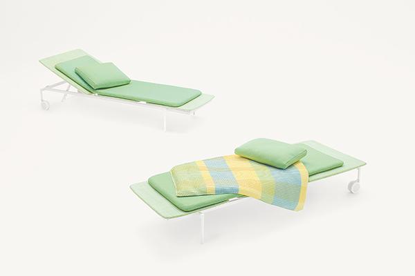 """La sostenibilità è un tema molto caro a <a href=""""http://www.paolalenti.it/"""">Paola Lenti</a> che quest'anno ha presentato Twiggy, un nuovo materiale plastico riciclabile che dona un aspetto tessile dagli originali effetti mélange. Il designer Francesco Rota lo ha impiegato sulla recente collezione <em>Lido</em>"""