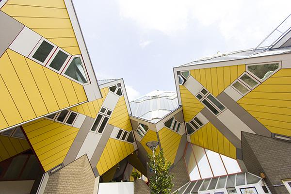 """Rotterdam, Olanda - <em>Cube house</em> di Piet Blom.Peraffittarla su Airbnb cliccare <a href=""""http://https://www.airbnb.it/rooms/817858"""">qui</a> (foto Airbnb)"""
