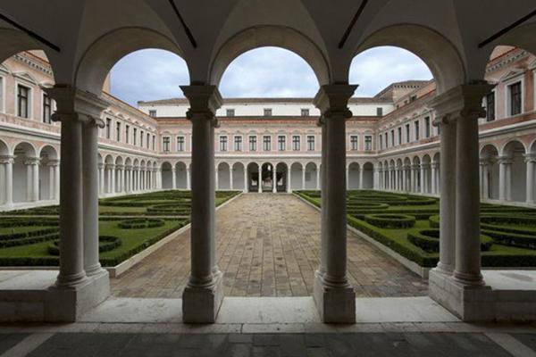 Il complesso monumentale della Fondazione Giorgio Cini, nel cuore della laguna veneziana: è il palcoscenico di Homo Faber, la mostra-evento dedicata ai mestieri d'arte di tutta Europa, con ingresso libero fino al 30 settembre