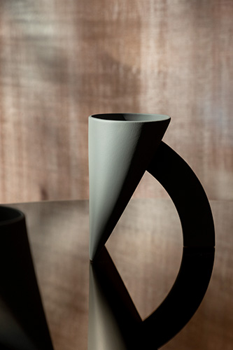 In occasione del centenario dalla nascita di Achille Castiglioni, CEDIT presenta la riedizione del vaso <em>Lapis</em>  disegnato nel 1968 da Achille e Pier Giacomo Castiglioni