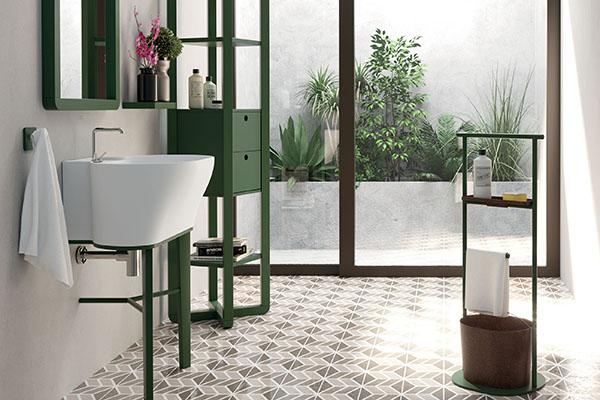 """I colori della natura sono i protagonisti delle nuove collezione firmate da <a href=""""http://www.colavene.it/"""">Colavene</a>. Come il lavatoio <em>Tina</em> qui in appoggio sul mobile in frassino massello verde matt"""
