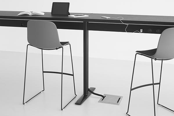 """<em>Acca</em> è il tavolo disegnato da Francesco Rota per <a href=""""http://www.lapalma.it/"""">Lapalma</a> pensato per   postazioni di lavoro mobili, leggere e """"connesse"""". Versatile e funzionale, accoglie differenti piani e consente di creare diverse configurazioni, come l'inedita variante a """"esse"""" presentata in anteprima ad Orgatec"""