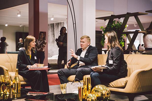 A Mosca il made in Italy è rappresentato da oltre 280 aziende che propongono il meglio dell'edizione 2018 del Salone del Mobile.Milano tra imbottiti, luci, cucine, ufficio, complementi, arredobagno e tessile