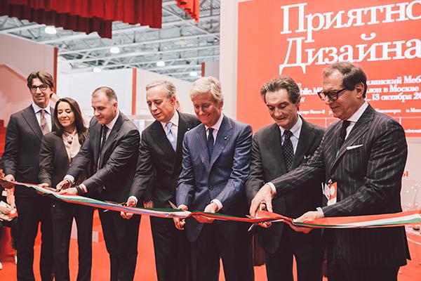 Un momento dell'inaugurazione del Mobile.Milano Moscow 2018; al centro il presidente del Salone del mobile Claudio Luti