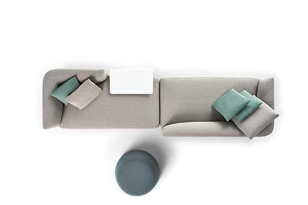 Esposti oltre 100 divani di varie dimensioni e rivestimenti. In particolare per i modelli Cosy (nella foto) Mate, Thea, Grafo, Mia, Hara e Yale