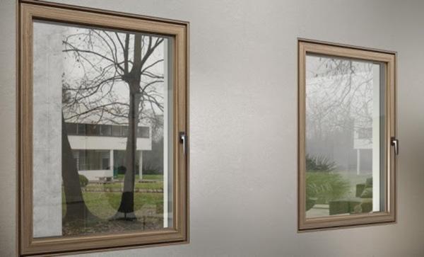 """INFISSI - Enea consiglia di isolare le superfici vetrate. Le finestre <em>Dry</em> di <a href=""""http://www.ercofinestre.it/"""">Erco</a>si caratterizza per le alte prestazioni termiche e<a href=""""http://design.repubblica.it/2018/08/02/da-ferrerolegno-la-porta-silenziosa/"""">acustiche</a>date ad esempio dal<a href=""""http://design.repubblica.it/2016/09/11/nella-fornace-di-venini/"""">vetro</a>a doppia camera e all'anima interna realizzata in resina sintetica per garantire il massimo isolamento"""