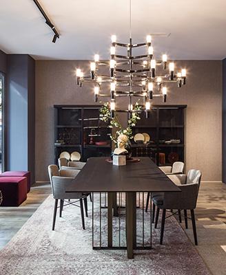 Il flagshipstore si trovanel quartiere di Salamanca e si estende su150 metri quadrati suddivisizona giornoe notte