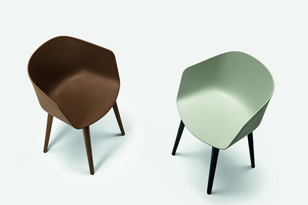 """La nuova serie di sedute <em>Max</em>, firmata dal designer svizzero Christoph Jenni per <a href=""""http://maxdesign.it/"""">Maxdesign</a>, si distingue per la versatilità dei vari componenti che si combinano tra di loro  creando così differenti e originali versioni"""