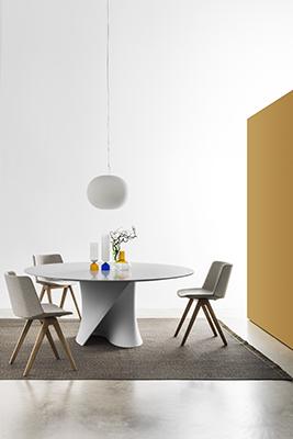 Sono in promozione oltre 500 sedie come M1, Aïku (nella foto), Aïku Soft, Flow Chair, Flow Slim, Flow Armchair e Achille disegnate da J.M. Massaud