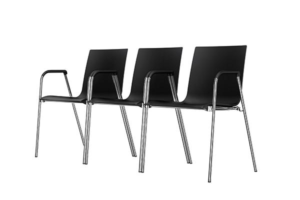 """<a href=""""http://it.thonet.de/"""">Thonet</a> presenta la nuova collezione <em>S 260</em> (nella foto) e altre due novità che si rifanno al design della fortunata sedia <em>S 160</em> di Delphin Design: il nuovo sgabello impilabile <em>S 160</em> e la sedia <em>160</em> con telaio di legno per spazi collettivi"""