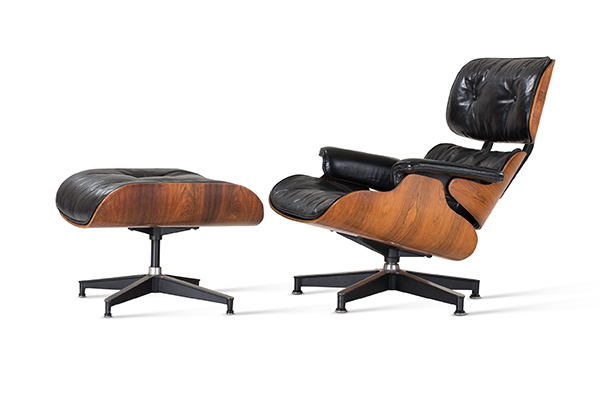 Charles and Ray Eames, Lounge Chair No. 670 and Ottoman No. 671 / Eames Lounge Chair (progettato 1943–1956) (© Vitra Design Museum, photo: Jürgen HANS www.objektfotograf.de)