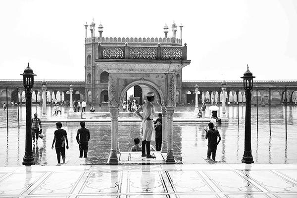 """Varanasi è il centro dell'Induismo, l'essenza stessa dell'India (Corrado Peli, scrittore). """"Varanasi, la città della luce"""" (foto Paolo Balboni)"""