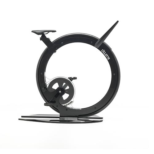 CICLOTTE - Multi-design s.r.l.; designer: Luca Schieppati -  Una cyclette per il fitness domestico che è anche un elegante complemento di arredo. Realizzata in fibra di carbonio e fibra di vetro, riproduce la sensazione di correre su strada <em>www.ciclotte.com</em>