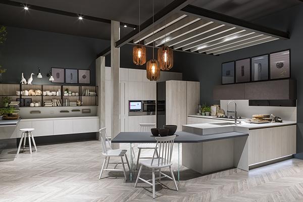 Infinity di Stosa Cucine è disponibile in vari abbinamenti e finiture che spaziano dalle venature tipiche del legno ai laccati