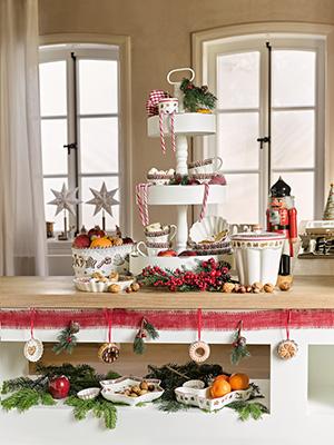 La cucina del Natale 2018 di Villero&Boch espone utensili, accessori, stoviglie e servizi da tavola proprio come fossero oggetti decorativi