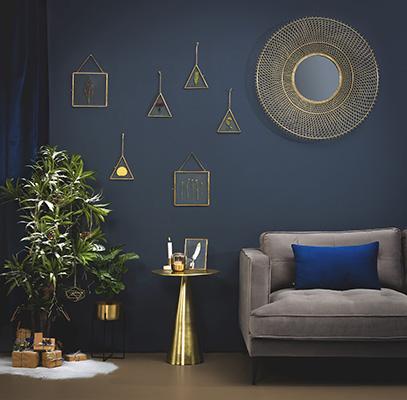 Per Kave Home l'atmosfera delle feste si può portareanche negli angoli verdi di casa. Arricchiti da brillanti decorazioni possono sostituire il tradizionale albero di Natale